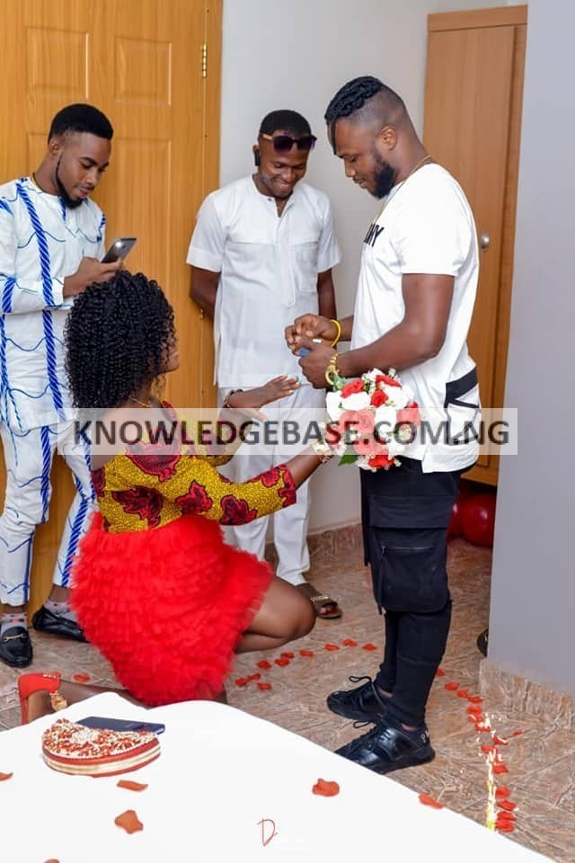 SHE REFUSED HIM TO KNEEL DOWN TO PROPOSE TO HER, INSTEAD SHE KNELT DOWN TO ACCEPT TO ACCEPT THE PROPOSAL (PHOTOS))