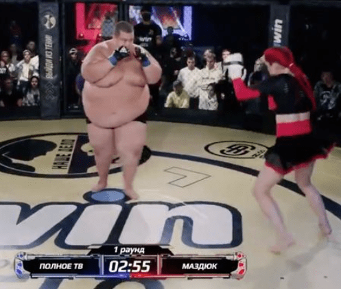 Lightweight woman knocks out 529-pound man to win inter-gender 'freakshow' MMA fight (video)