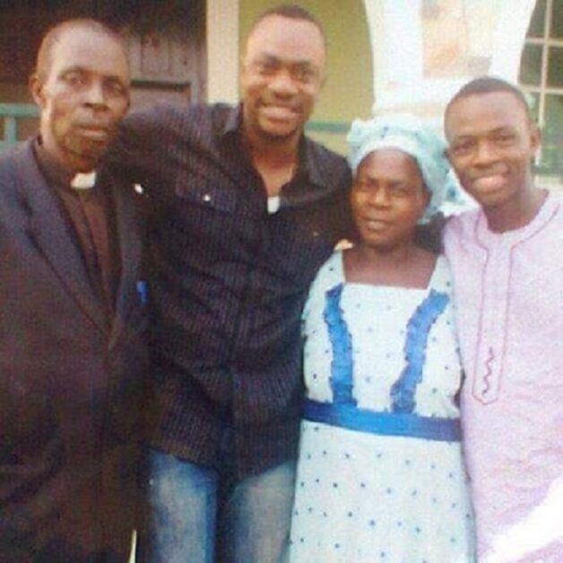 Must See!! Throwback Photo Of Nollywood Actor Odunlade And His Family; Mother And Father.
