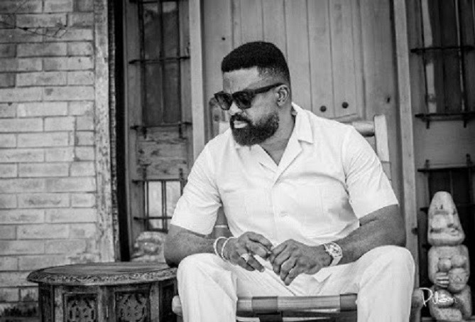 """Omo Ale You Are Very Stupid"" Kunle Afolayan Blast A Fan Who Asked Why His Latest Movie 'Doesn't Have Subtitle'"