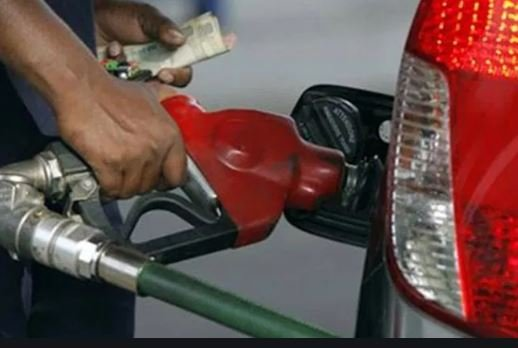 BREAKING: FG reduces price of petrol to N162.44 per litre