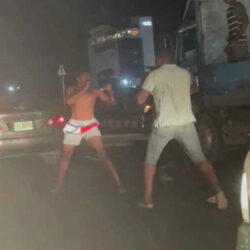 Yoruba Boys Are Only Powerful With Mouth' – Reactions As Two Men Were Spotted Fighting In The Middle Of The Road In Lagos (VIDEO)