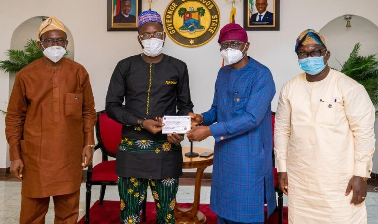 Gov Sanwo-Olu Gives N10m Cheque To LASU Best Graduating Students (PHOTOS)